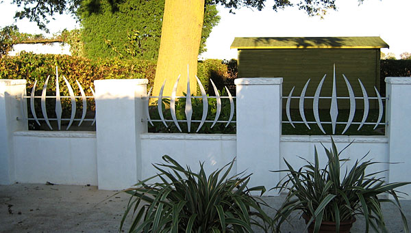 contemporary metal garden railings for modern house